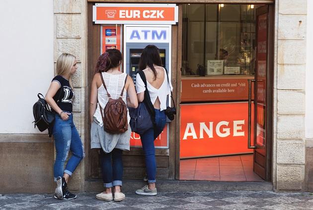 ATM,クレジットカード,白人美女