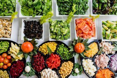 外食で「野菜不足」を解消しよう【チェーン店で気軽にできる】