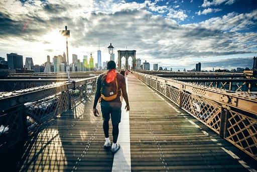 橋を歩く男,哀愁,ニューヨーク